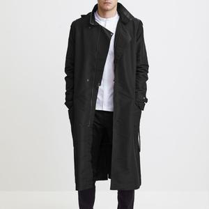 Magyar tervező kabátjában a fiatal Batman