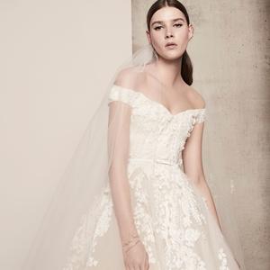 Elie Saab már a 2018-as menyasszonyoknak tervez