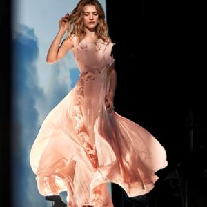 Tengerparti hulladékokból készít ruhát a H&M