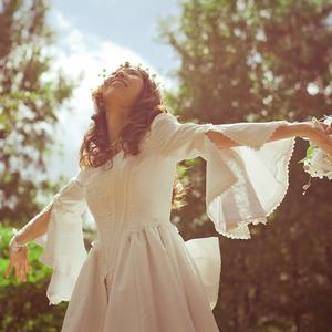 Meseszép menyasszonyi ruhák az egyszerűség híveinek