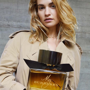 Lily James újra Burberry