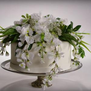 100 év esküvői tortái tálalva!
