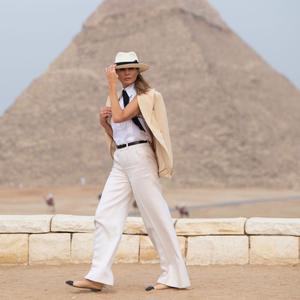 Melania Trump Egyiptomban afrikai stílusban