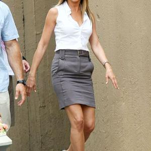 Jennifer Aniston 50 évesen a ceruza szoknyák koronázatlan királynője