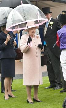 Esik az eső? Ezt a királynői stílust nézd meg!