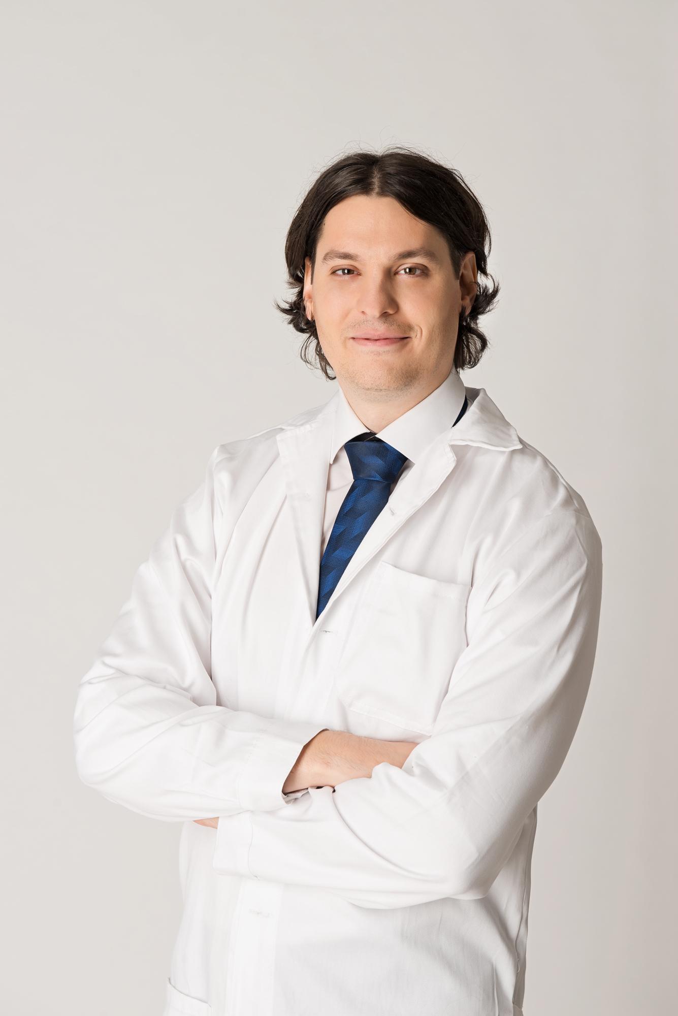 dr_perenyi_kristof.jpg