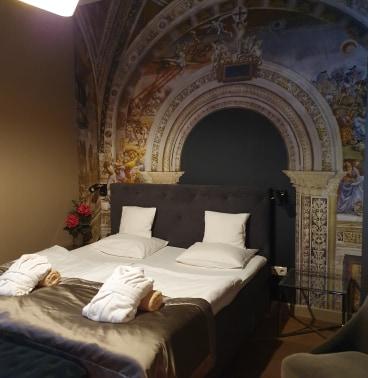 Aludtál már freskó alatt? Szenzációs a dekoráció!