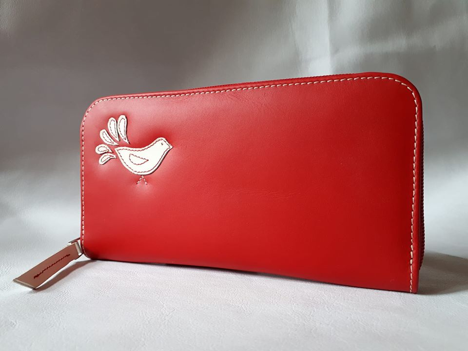 lenka_leather_piros_penztarca.jpg