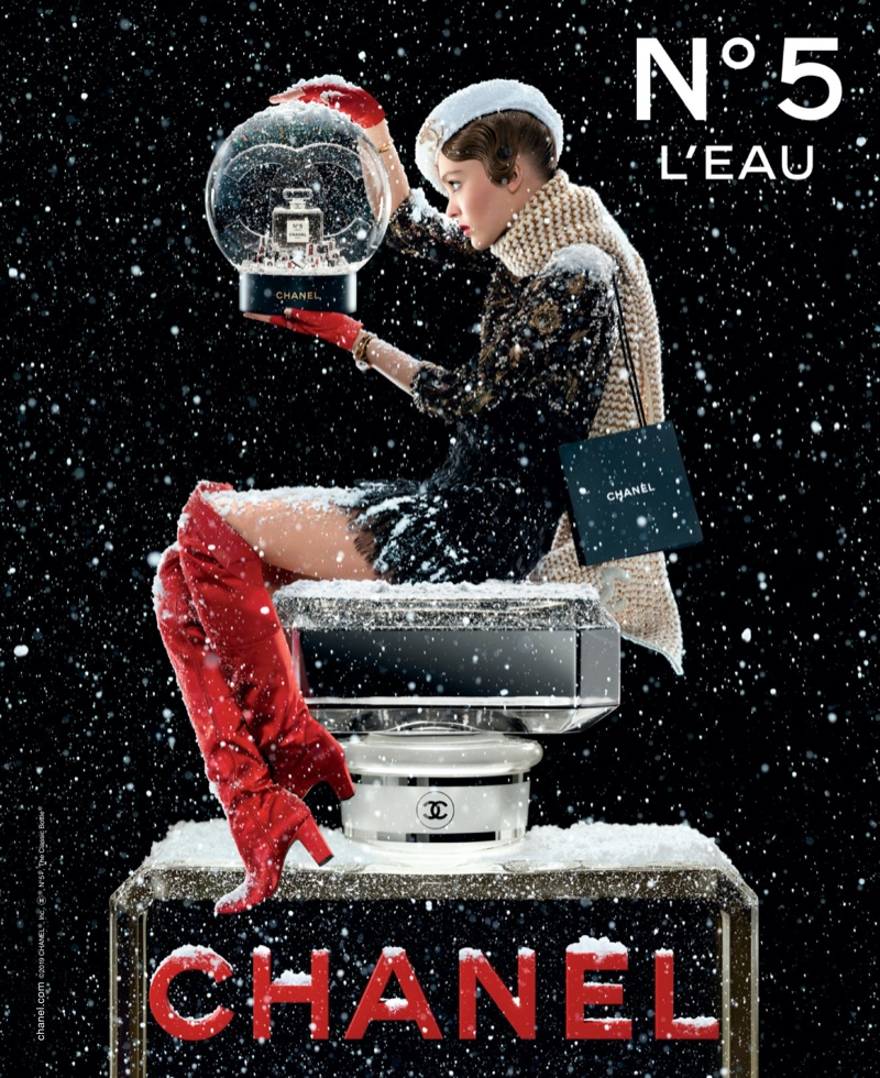 lily-rose-depp-chanel-no-5-holiday-2019-campaign01.jpg