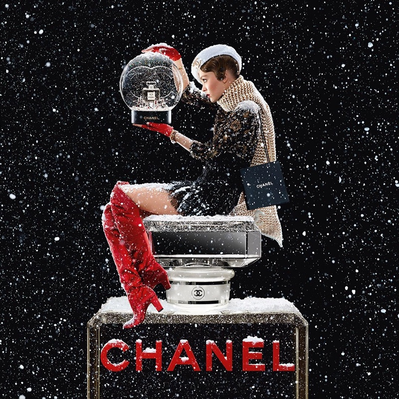 lily-rose-depp-chanel-no-5-holiday-2019-campaign02.jpg