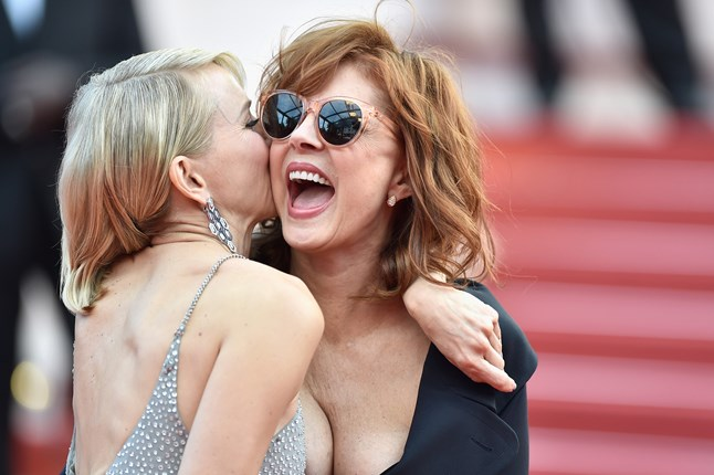 naomi-watts-susan-sarandon-cannes-13may16-getty_b_646x430.jpg