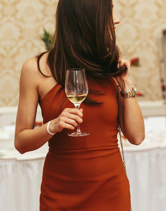 wine_girl.jpg