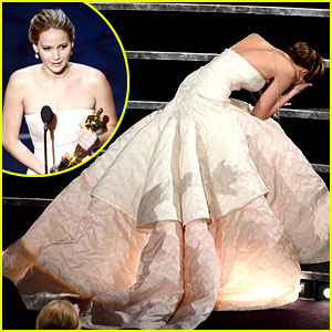 jennifer-lawrence-wins-falls-on-stage.jpg