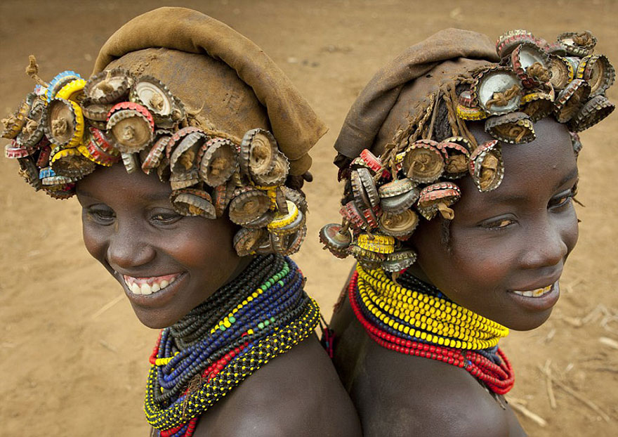 recycled-headwear-trash-jewelry-omo-valley-tribes-ethiopia-eric-lafforgue-11.jpg