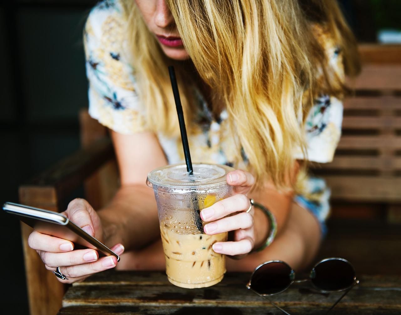 kamasz-mobiltelefon-hasznalata-neszorongj.jpg