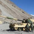 Indiai tüzérségi eszközök a Kínával és Pakisztánnal határos Ladakh régióban
