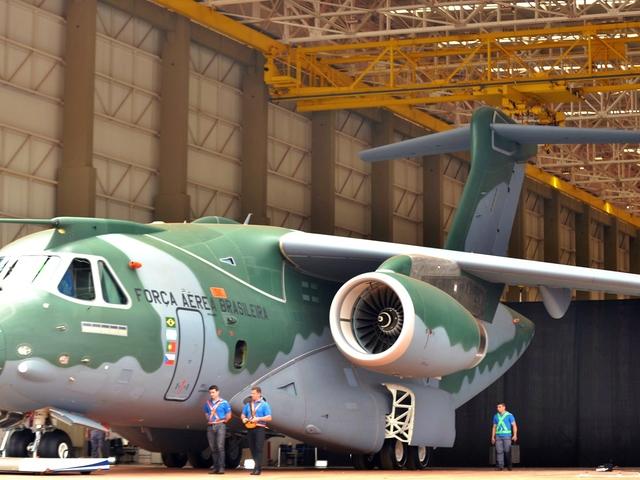 Brazíliában csökkenhet a hadrendbe állítható KC-390-ek darabszáma
