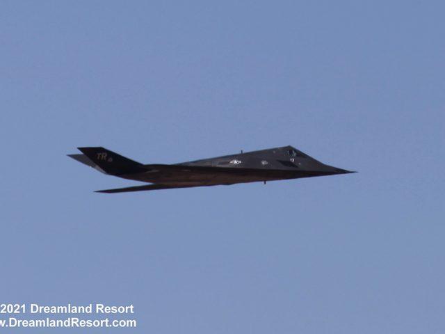 Újabb képek a még repülő F-117-es bombázókról