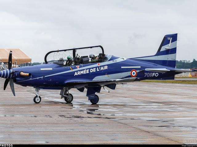 Franciaország további repülőgépeket vásárol Svájcból