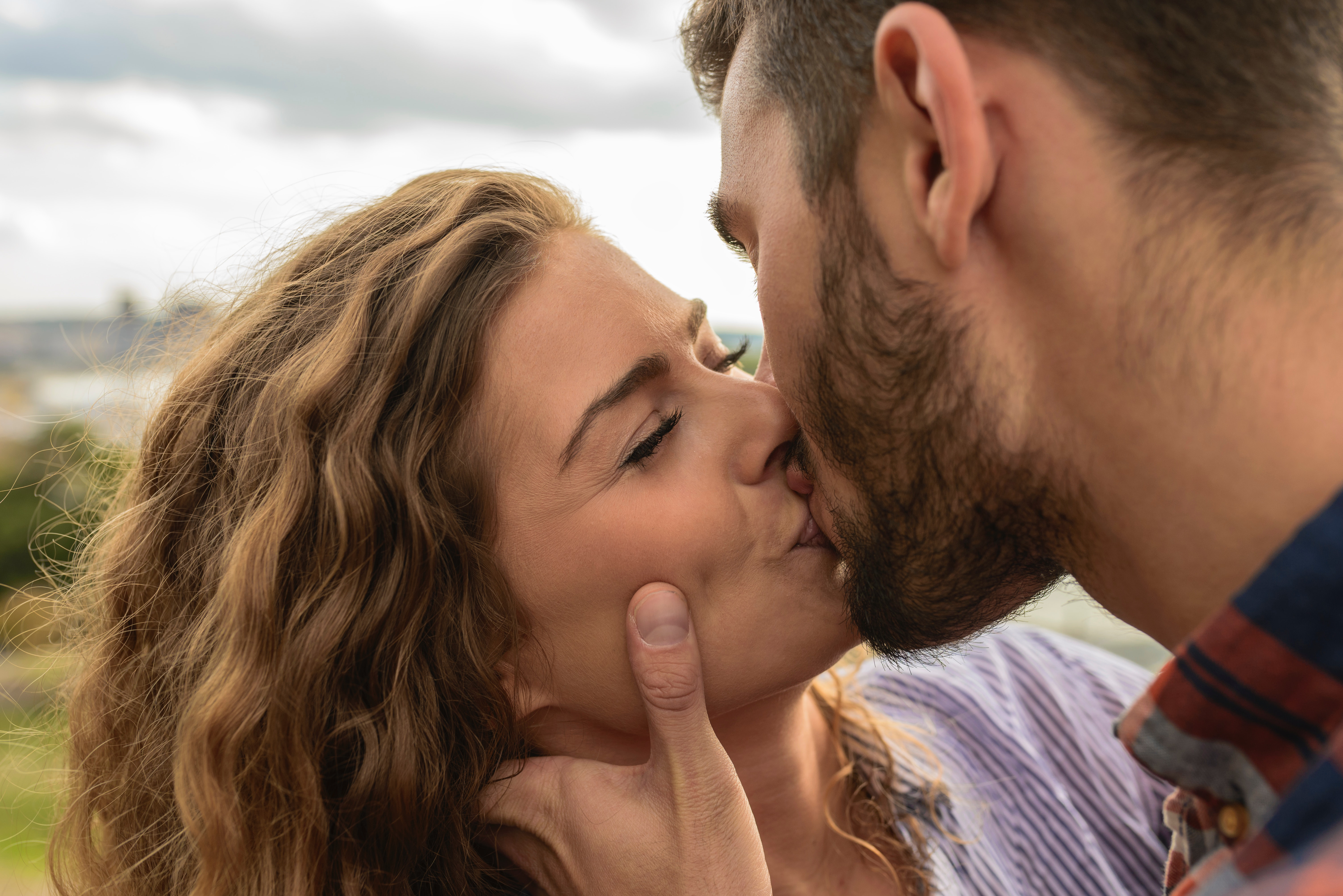 man-and-woman-kiss-each-other-984944_1.jpg
