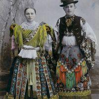 A Szellemi Kulturális Örökség Nemzeti Jegyzékén 8.: a matyó  hímzés, viselet, folklór