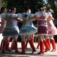Nini, folkmini! A kurtaszoknyás falvak női viselete