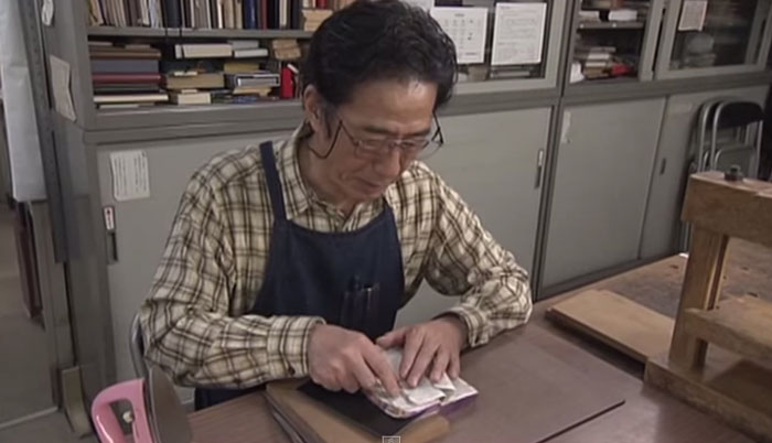 old-book-restoration-japanese-craftsman-nobuo-okano-12.jpg