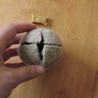 Házi készítésű jutifalat osztogató játék