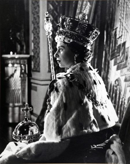 QUEEN-ELIZABETH-II-CORONATION-PORTRAIT-2-JUNE-1953-II-1-C0060.jpg