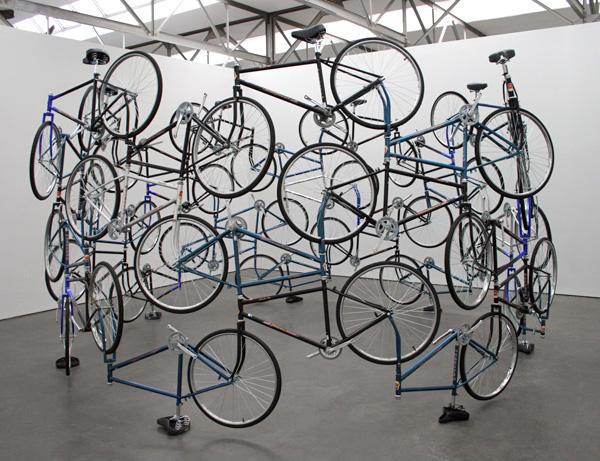 ai-weiwei-forever-42-fietsen-van-het-chinese-forever-merk.jpg