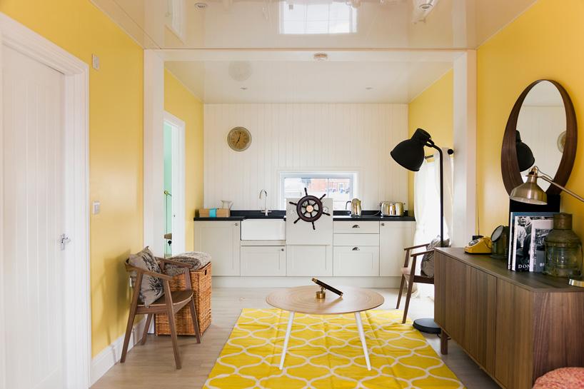 airbnb-floating-house-river-thames-london-designboom-07.jpg