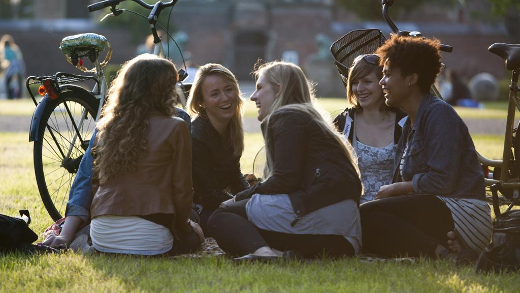 copenhagen-young-people-kongens-have.jpg