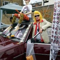 Művészet csomagtartóból - 10 éves a londoni Vauxhaull Art Car Boot Fair