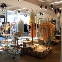 & Other Stories - Megnyílt a H&M új divatláncának első boltja Londonban