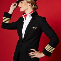 Újrahasznosított anyagból készülnek a Vivienne Westwood tervezte új Virgin Atlantic egyenruhák