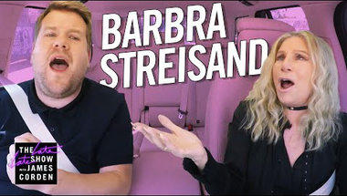 Meghalni Barbra Streisand kezei között
