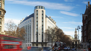 London legjobb design bárja az Atrium Champagne Bar a ME Hotelben