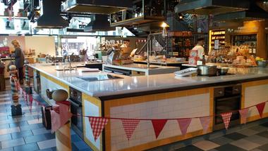 Jamie Oliver multifunkciós gasztróintézményt nyitott a Notting Hill-en - A tradicionális angol reggeli még mindig sláger