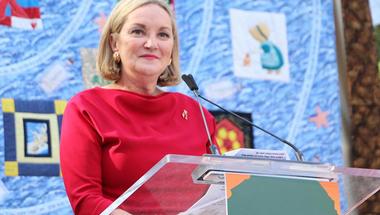 A nő, aki magukra hagyott AIDS-es férfiak százait ápolta