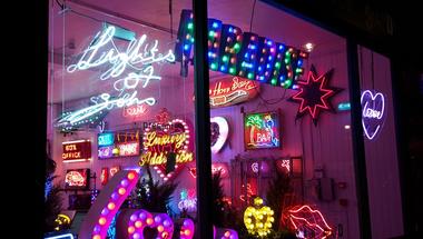 London Calling 5 - A neonkirály boltja