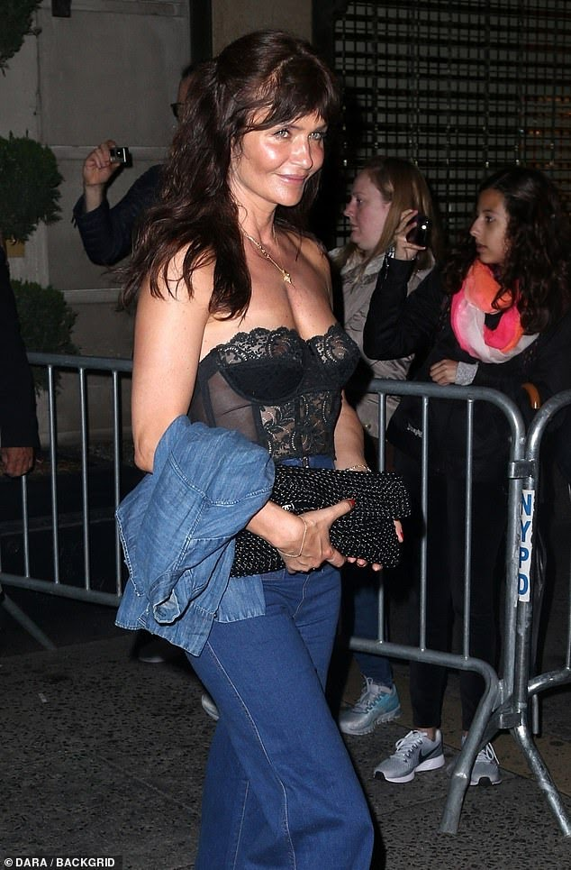 12804598-6968039-helena_christensen_50_usually_the_most_stylishly_understated_of_-a-22_1556411315668.jpg