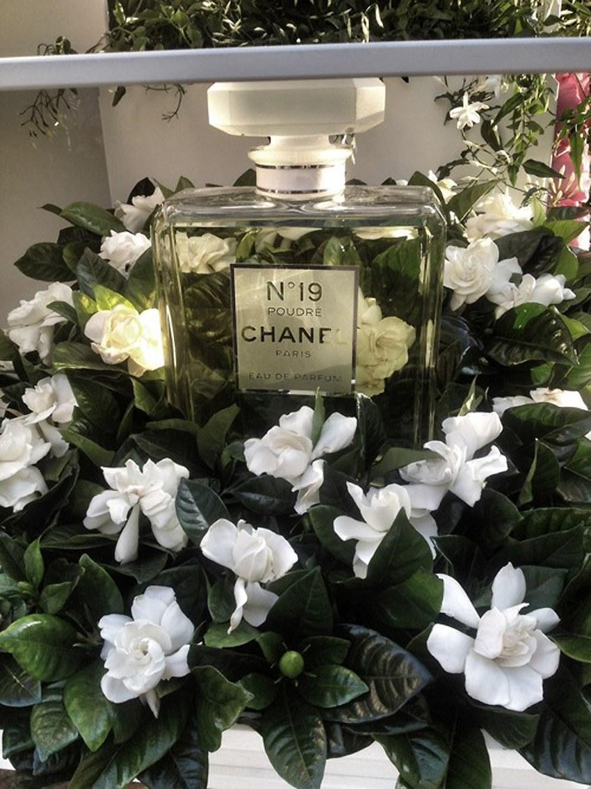 Chanel-Flower-Stall.4.jpg