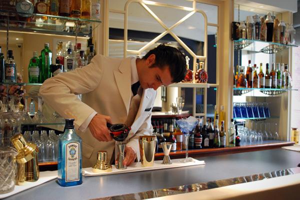 SS_SAVOY_HOTEL_REOPENING_bartender.jpg