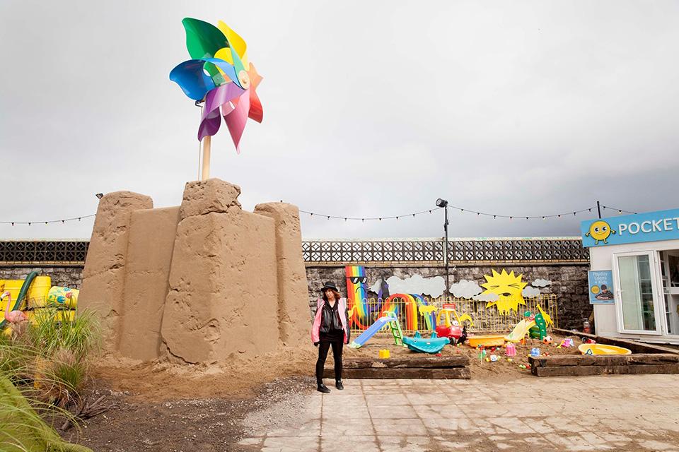 banksy-dismaland-theme-park-002.jpg