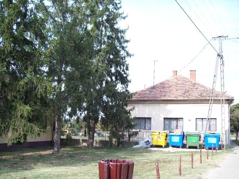 20140907 055 Nyírábrány egykori iskola.jpg