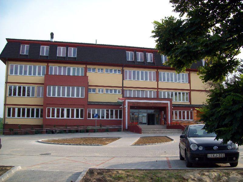 20140907 122 Nyíradony Kölcsey Gimnázium és általános.jpg
