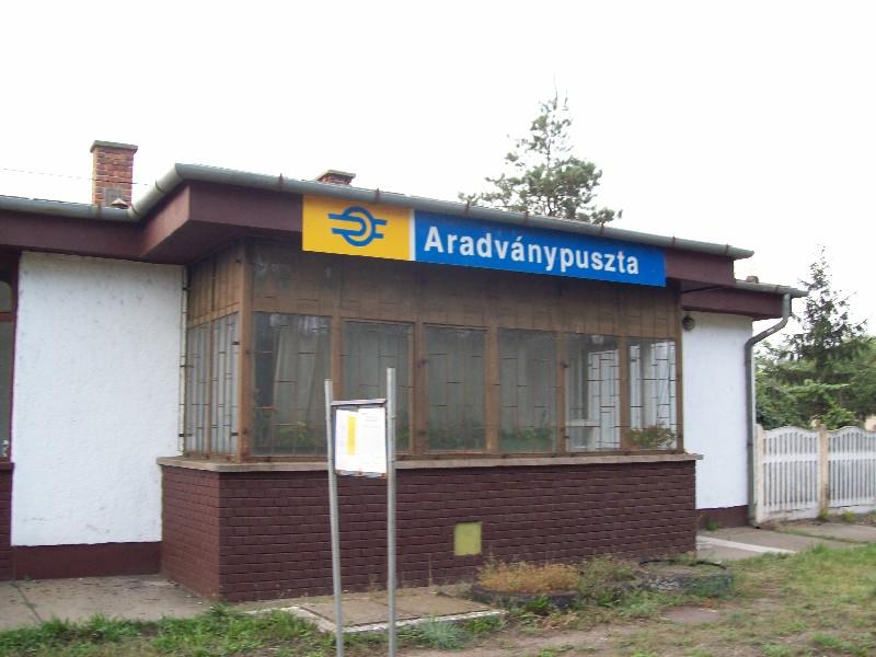 20140907 164 Aradványpuszta állomás épület.jpg
