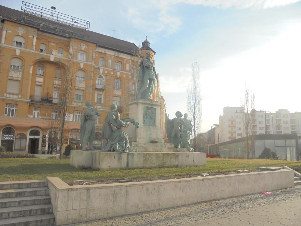 20200229_01_budapest_szent_imre-szobor.JPG