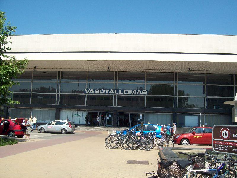 20140606 03 Szolnok vasútállomás.JPG