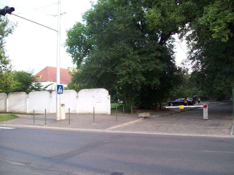 20120726 11 Klinika hátsó bejárat.jpg